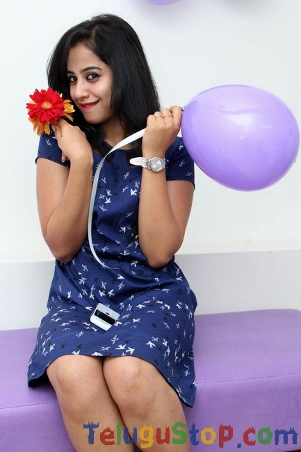 Swathi deekshit gallery- Photos,Spicy Hot Pics,Images,High Resolution WallPapers Download