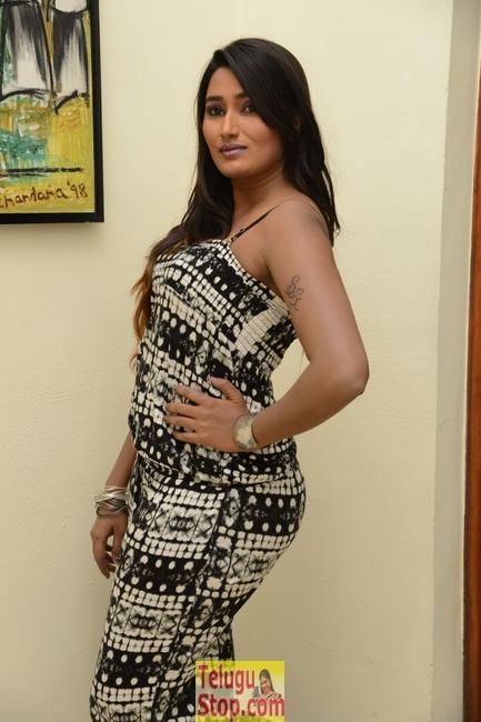 Swathi Naidu Stills-Swathi Naidu Stills--Telugu Actress Hot Photos Swathi Naidu Stills-