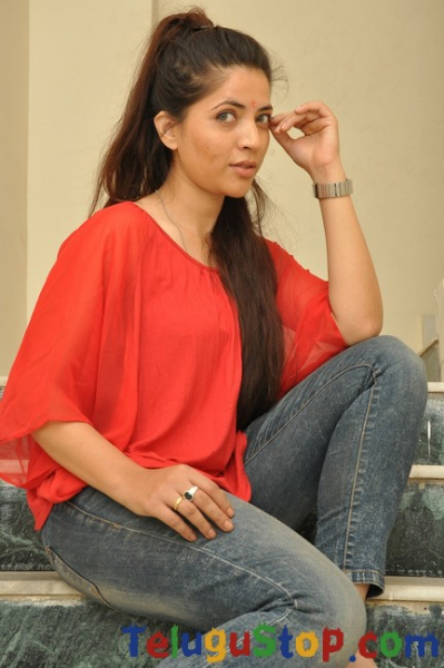 Swetha khade stills- Photos,Spicy Hot Pics,Images,High Resolution WallPapers Download