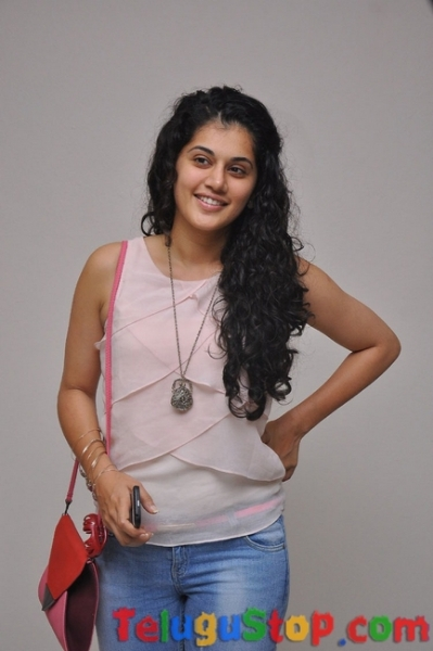 Tapsee latest pics- Photos,Spicy Hot Pics,Images,High Resolution WallPapers Download