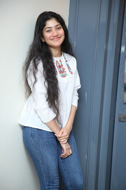 Tollywood actress sai pallavi love story interview images-Telugu Actress Sai Pallavi, Actress Sai Pallavi Love Story Interview Images, Images, Sai Pallavi, Sai Pallavi Amazing Pictures, Sai Pallavi Awesome Poses, Sai Pallavi Beautiful Images, Sai Pallavi Glomorus Images, Sai Pallavi Sensational Pictures, Sai Pallavi Trendy Clicks Photos,Spicy Hot Pics,Images,High Resolution WallPapers Download