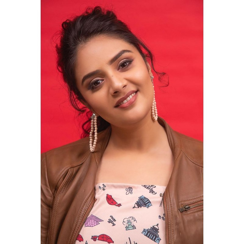 Tollywood actress sreemukhi sizzling images-Telugu Anchor Sreemukhi Biography, Anchor Sreemukhi Fb, Anchor Sreemukhi Instagram, Anchor Sreemukhi Stunning Photoshot, Anchor Sreemukhi Wikipedia, Anchor Srimukhi Date Of Birth, Anchor Srimukhi Father, Anchor Srimukhi Instagram, Anchor Srimukhi Mother, Anchor Srimukhi Movies, Anchor Srimukhi Tattoo, Anchor Srimukhi Wiki, Sreemukhi Images, Tollywood Actress Sreemukhi Sizzling Images. Actress Sreemukhi Photos,Spicy Hot Pics,Images,High Resolution WallPapers Download