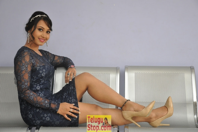 Vennela new stills 2- Photos,Spicy Hot Pics,Images,High Resolution WallPapers Download