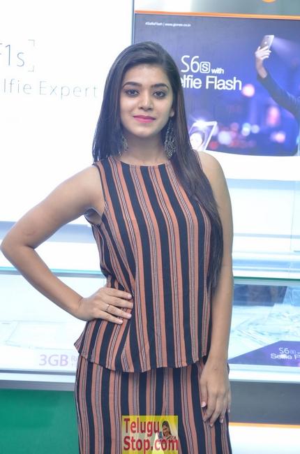 Yamini Bhaskar New Stills-Yamini Bhaskar New Stills--Telugu Actress Hot Photos Yamini Bhaskar New Stills-