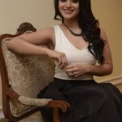 Yamini Bhasker New Stills-Yamini Bhasker New Stills- Photo 4 ?>