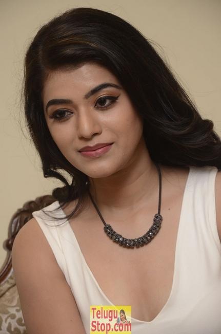 Yamini Bhasker New Stills-Yamini Bhasker New Stills--Telugu Actress Hot Photos Yamini Bhasker New Stills-