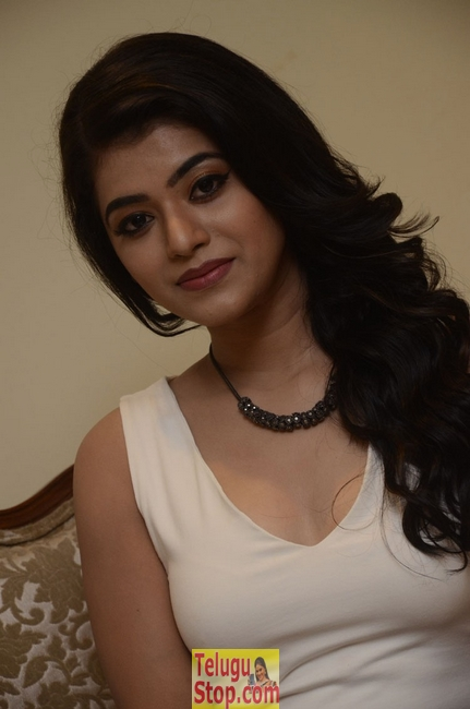 Yamini bhasker new stills- Photos,Spicy Hot Pics,Images,High Resolution WallPapers Download