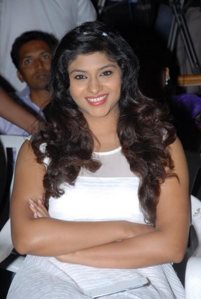 Lakshmi Nair New Stills-Lakshmi Nair New Stills--Telugu Actress Hot Photos Lakshmi Nair New Stills-