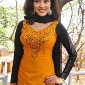 Oviya New Stills Pic 8 ?>
