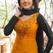 Oviya New Stills HD 10 ?>