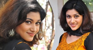 Oviya New Stills- Telugu