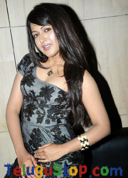 Pic Story: Curvy pose of Hot heroine Photo Image Pic