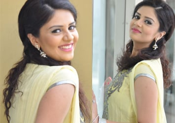 Actress Sree Mukhi Galler...