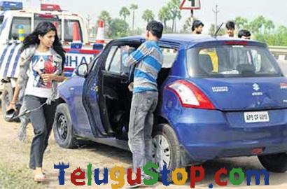 Singer Shravana Bhargavi Escapes From Major Accident---