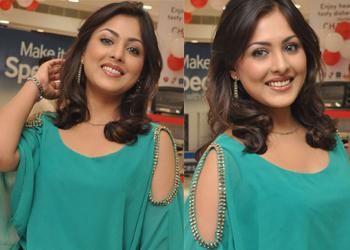 Madhu Shalini New Pics