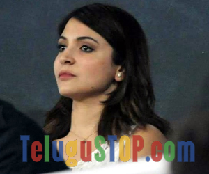 Fans Target Anushka Sharma on Twitter Over Virat Kohli's Failure Photo Image Pic