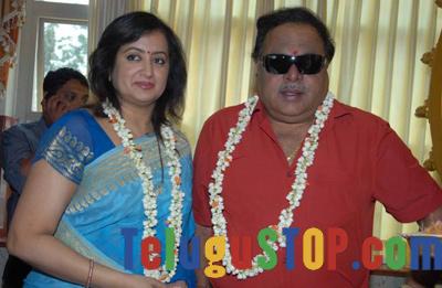 Suhasini Warned Sumalatha Photo Image Pic