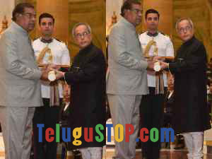 Spotted: Kota receiving Nation's top 4 th award Photo Image Pic