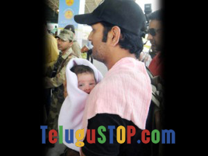 Dhoni cute daughter's clear pic is here….