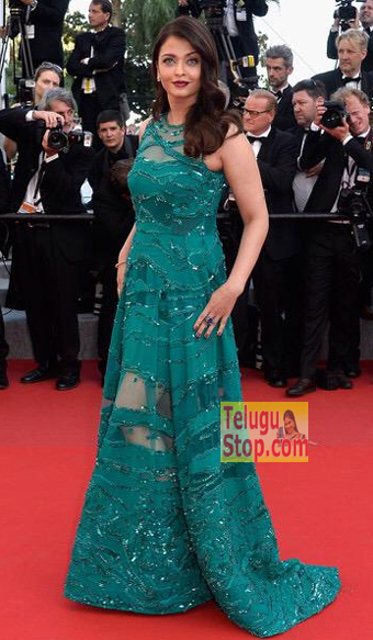 Pic Talk: Aish sparkles in green at Cannes