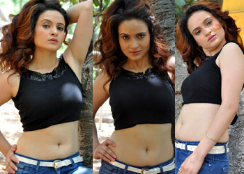 Reena Bhatia Hot Photos