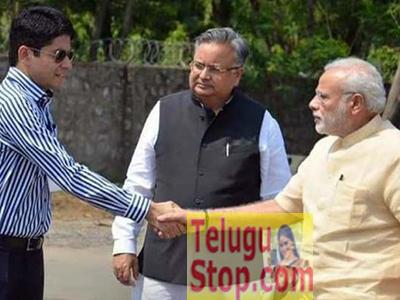 విధి నిర్వహణే ముఖ్యం...డ్రెస్ కాదు...! Photo Image Pic
