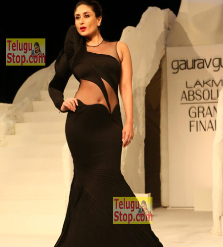 Kareena in a Hot dress Photo Image Pic