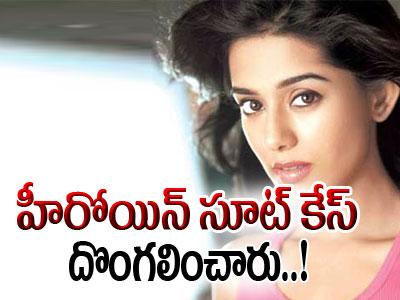 Amrita Rao loses Her Suitcase