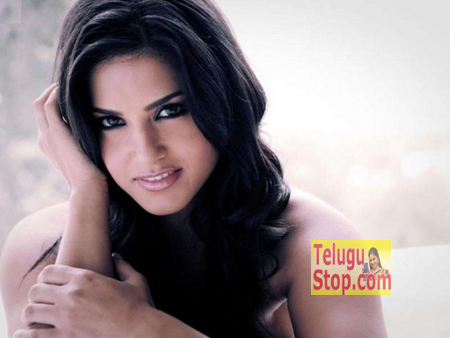 """Sunny Leone Defines Being """"SEXY"""" Photo Image Pic"""