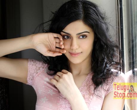 Sexy Actress Mobbed At Vijayawada Photo Image Pic