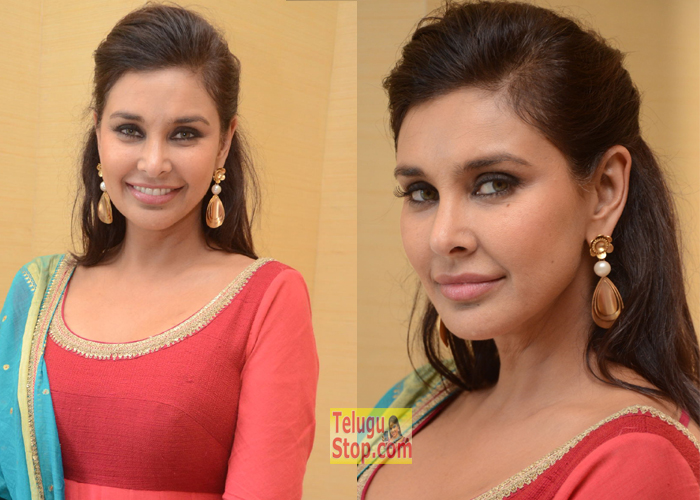 Lisa Ray Stills