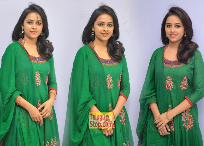 Sri Divya Latest Stills-,,Sri Divya Xossip Saree,Telugu Acters Hot Exposing In Saree In Xossip,Sreedivya Bra Visible/xossip