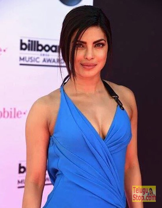 Top Actress with stunning cleavage