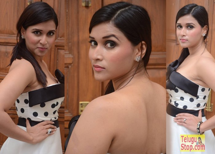 Mannara Chopra Spicy Stills
