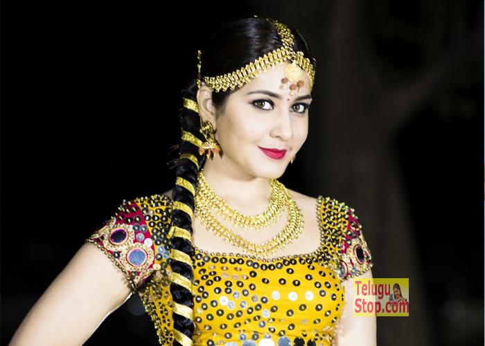 Rashi Khanna New Pics