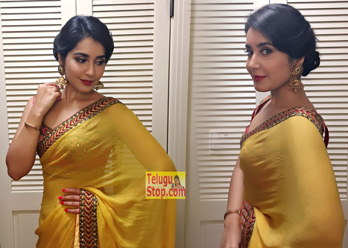 Heroine Raashi Khanna Pics Latets Gallery New Stills Photo Shoot Download Online HD Quality