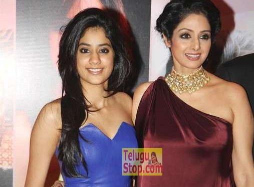 Jhanvi Kapoor Debut Film Sridevi Daughter Varun Dhawan మహేష్ ను కాదని వరుణ్ తో రెడీ అవుతుంది..! Photo,Image,Pics-