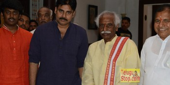 Pawan Kalyan, Katamarayudu Movie Sets, Bandaru Dattatreya
