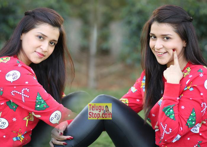 Heroine Mannara Chopra Stills At Photo Shoot Latset Images New Gallery Photos Download Online HD Quality