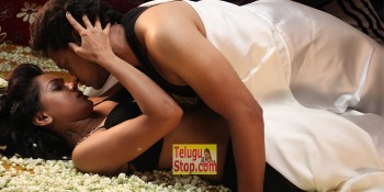 Ye Rojaithe Chusano Movie Romantic Song Stills In Smithikacharya