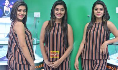 Yamini Bhaskar New Stills-Yamini Bhaskar New Stills--Telugu Actress Hot Photos Yamini Bhaskar New Stills---