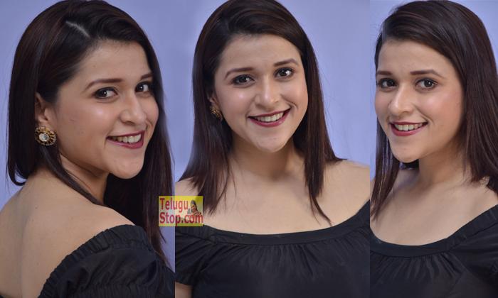 Mannara Chopra New Pics