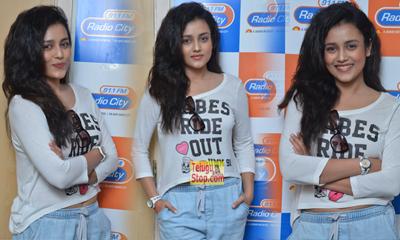 Misti Chakravarthy New Pics-Misti Chakravarthy New Pics--Telugu Actress Hot Photos Misti Chakravarthy New Pics---