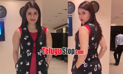Mannara Chopra Launches OPPO Mobile-Mannara Chopra Launches Oppo Mobile--Telugu Actress Hot Photos Mannara Chopra Launches Oppo Mobile---