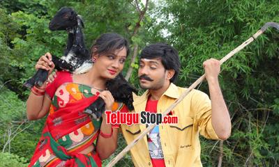 Raavoyi Maa Intiki Movie Stills-Raavoyi Maa Intiki Movie Stills---