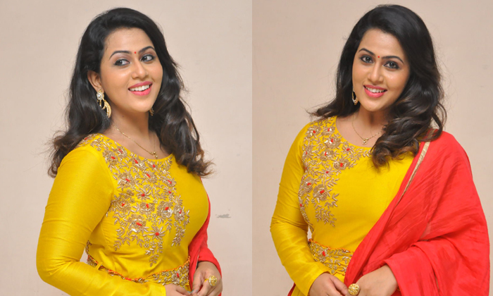 Diana Champika New Stills