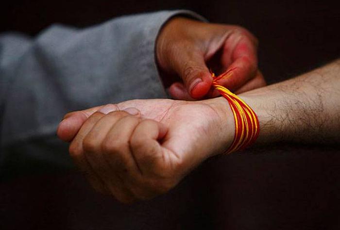 కంకణాలను ఎప్పుడు ధరిస్తారో తెలుసా? importance of kankanam tied to hand on different occasions తెలుగు భక్తి కళ ఆద్యాధమిక ప్రసిద్ధ గోపురం పండగలు పూర్తి విశేషాలు --