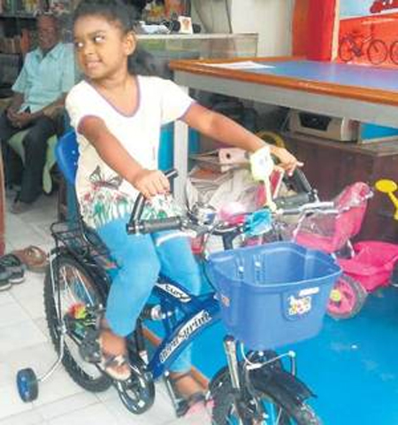 8-year-old Tamil Girl Donates Piggy Bank Savings To Kerala Relief Fund-