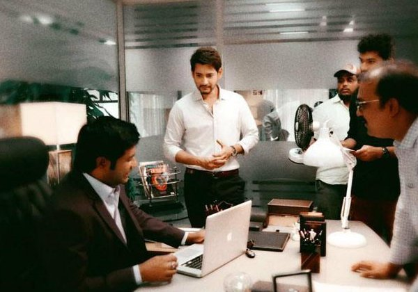 Director Vamshi Paidipally Surprises Mahesh 25th-