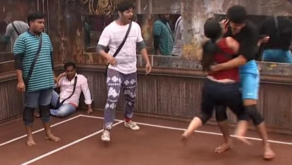 Fighting Game Between Male And Females Bigg Boss Telugu-